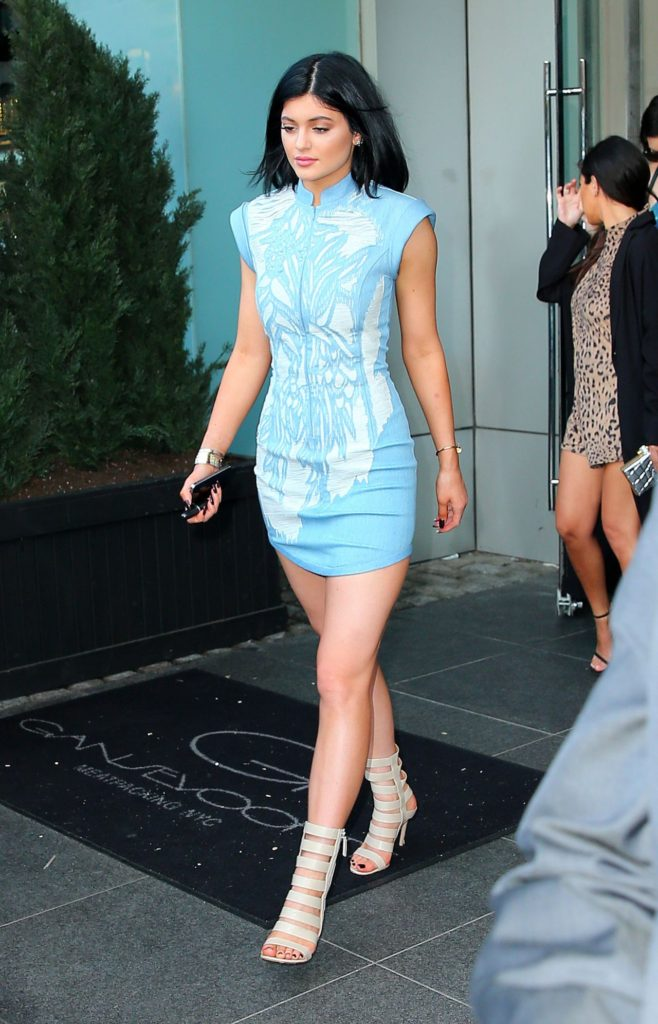 kylie-jenner-in-mini-dress-leaving-her-hotel-in-new-york-city-june-2014_1