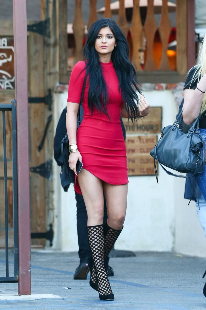 kylie-jenner-style-leaving-a-restaurant-in-calabasas-march-2015_1
