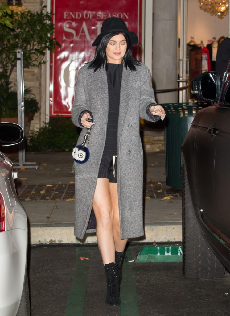 kylie-jenner-style-out-in-calabasas-january-2015_2