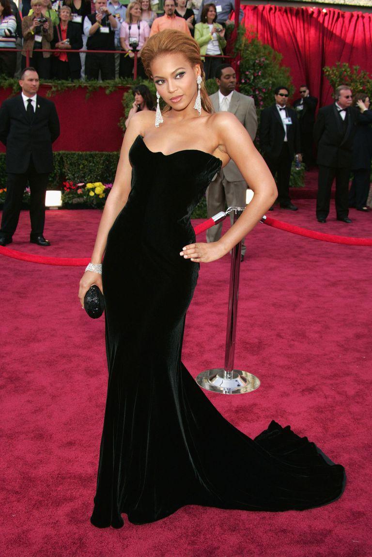 Beyoncé in 2005 wearing a Versace Gown and Lorraine Schwartz jewelry. Photo via Pinterest